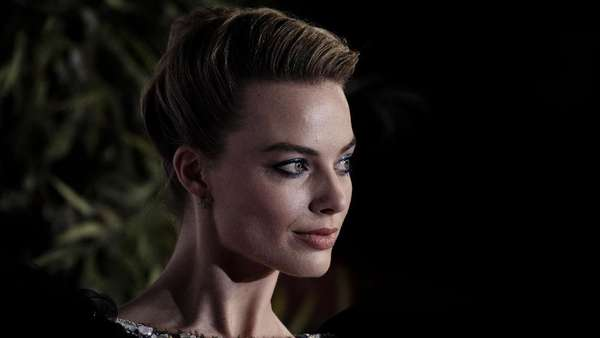 Garis Wajah Margot Robbie, Si Boneka Barbie
