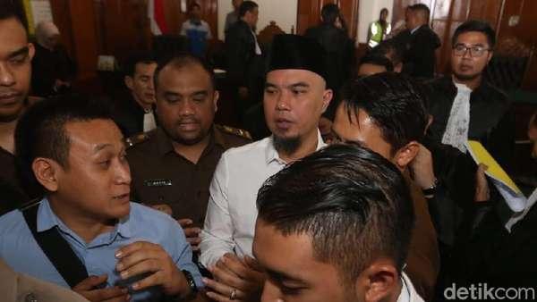 Ribut! Pengacara Ahmad Dhani Adu Mulut dengan Jaksa