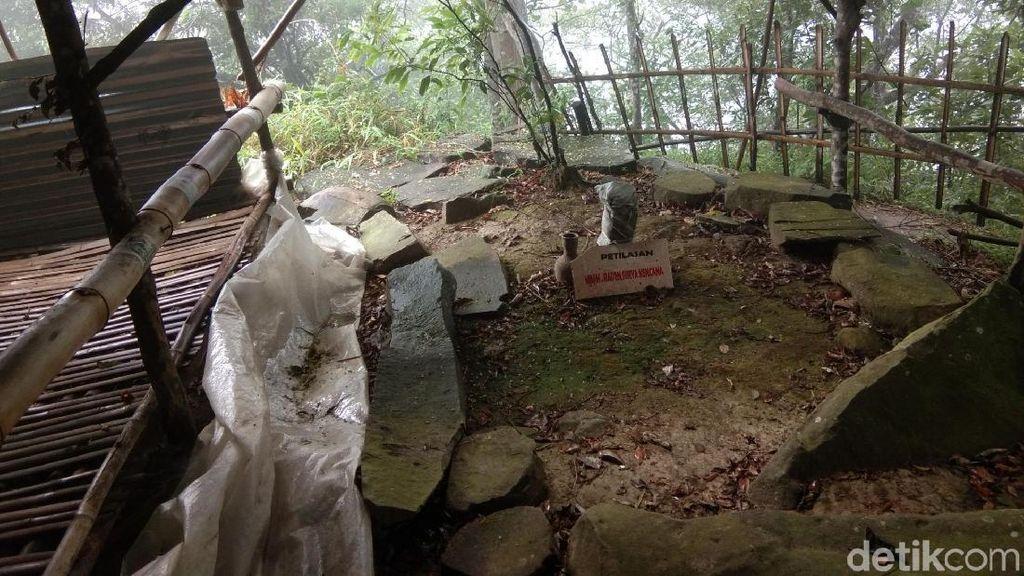 Foto: Hawa Mistis Makam Keramat Gunung Lembu