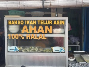 Bakso Ikan Telor Asin Ahan: Telor Asin dan Sayuran Dibalut Adonan Ikan Segar