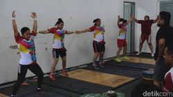 Ditinggal Pelatih di Periode Kualifikasi Olimpiade, Bagaimana Program Angkat Besi?