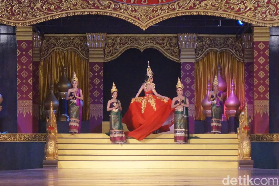 Inilah Thai Cultural Show, sebuah pertunjukan tari yang menampilkan representasi 6 wilayah Thailand (Shinta/detikTravel)