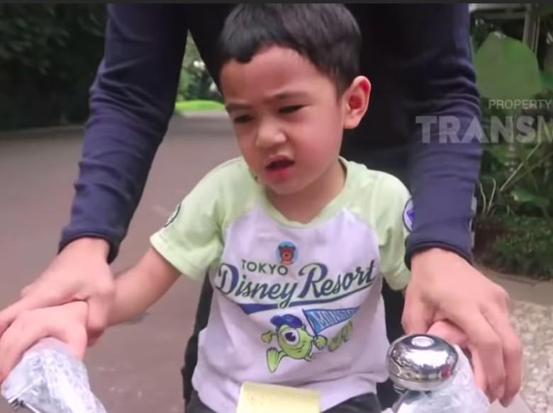 Rafathar Ogah Naik Sepeda Hadiah dari Jokowi, Raffi Ahmad Bilang Gengsi
