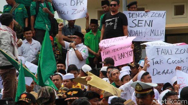 Ansor dan Santri di Probolinggo Turun Jalan Kecam Puisi Fadli Zon