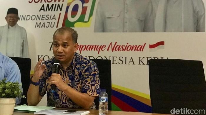 Anggota Tim Influencer TKN Jokowi-Maruf, Roosdinal Salim. (M Zhacky/detikcom)