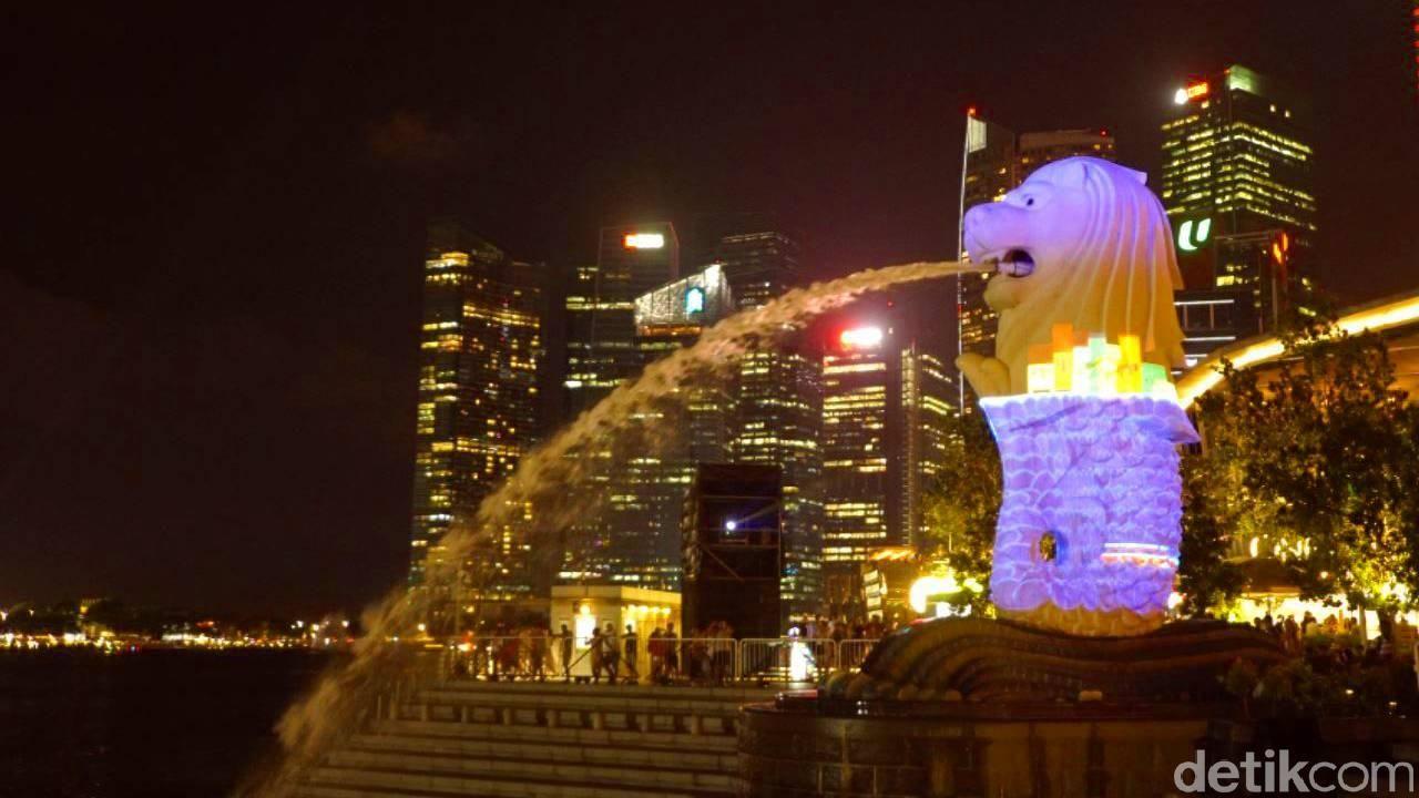 Patung Merlion di Malam Hari