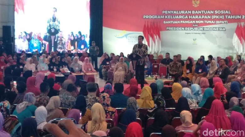 Jokowi Ingin Anak Penerima PKH Bisa Jadi Presiden RI