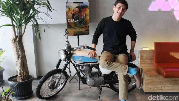 Jerome Kurnia Naik Motor Dilan
