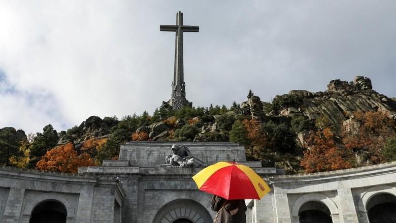 PM Spanyol akan Bongkar Makam Diktator Franco dari Valley of The Fallen