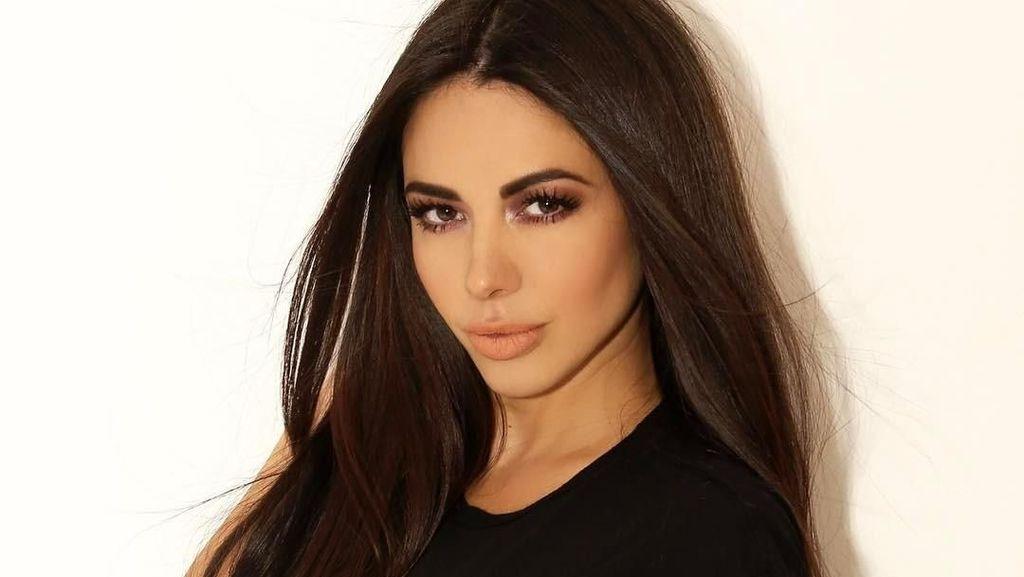 Foto: Travelingnya Presenter Seksi yang Mirip Kim Kardashian