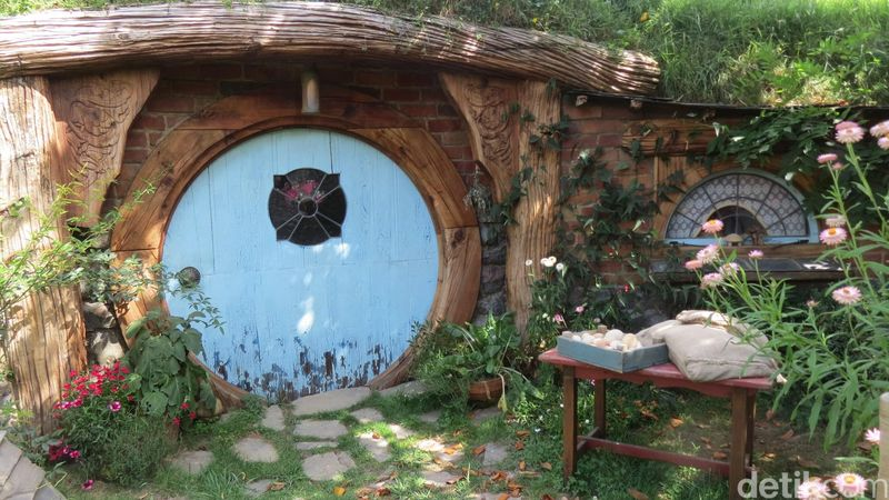 Saking fenomenalnya, rumah Hobbit banyak ditiru di dunia. Kalau ini rumah Hobbit yang asli di Matamata, Selandia Baru (Fitraya/detikTravel)