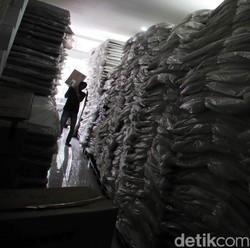 Melihat Proses Distribusi Logistik Pilkada ke Pulau Terluar di Sulsel