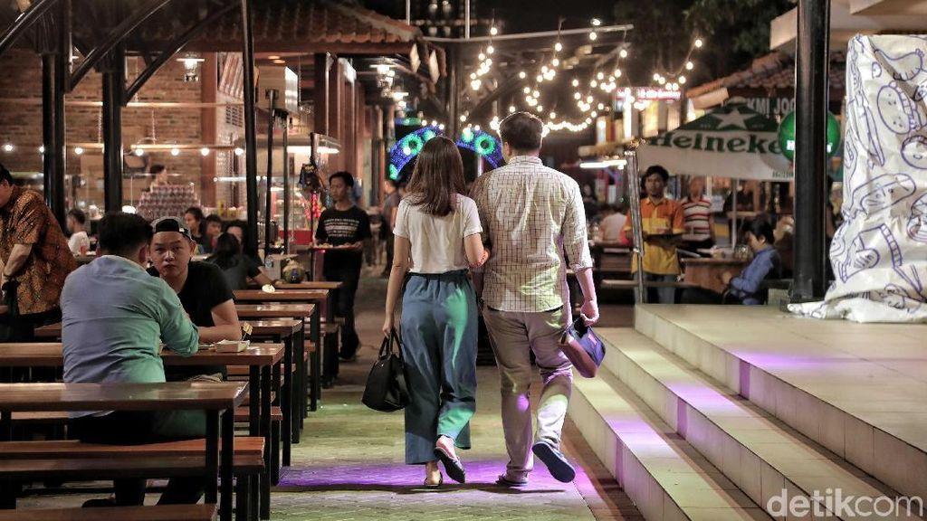 Tidak Berizin, Food Court di Tanah Reklamasi Ramai Banget