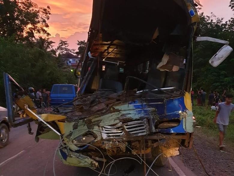 Korban Tewas Bus Tabrak Truk di Banyuasin Sumsel Bertambah Jadi 4 Orang