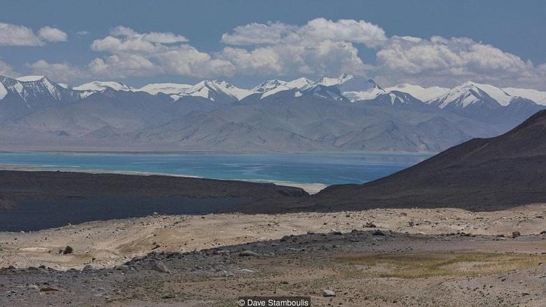 Perahu Tak Bisa Mengambang di Danau Mati di Asia Tengah Ini