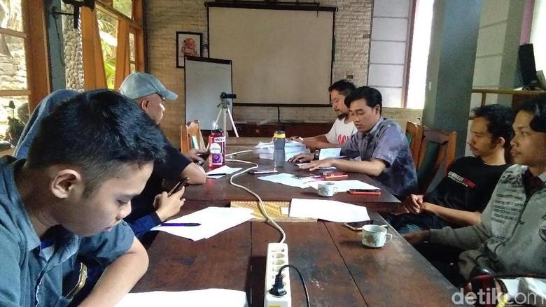 Jumpa pers di Kantor Walhi Yogyakarta soal kandang ayam di Geopark Gunung Sewu (Usman Hadi/detikTravel)