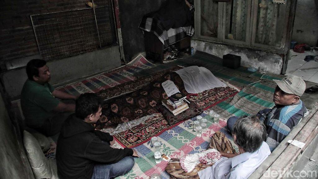 Suasana Rumah Duka Korban Bakar Diri di Koja