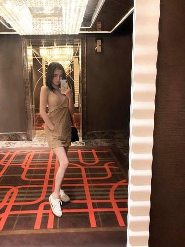 Model Cantik Viral, Dihujat karena Antre ATM Pakai Baju Minim Tanpa Bra