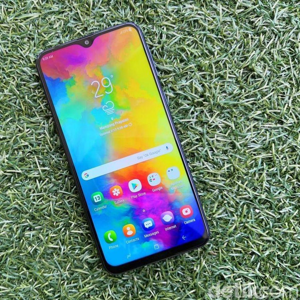Ups, Bos Xiaomi Kepergok Inspeksi Toko Samsung