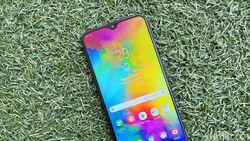 Mencoba Galaxy M20, Jagoan Samsung yang Bikin Panas Tetangga
