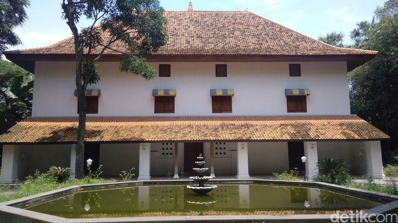 Juru bicara Keraton Kanoman Cirebon, Ratu Raja Arimbi menceritakan Pulantara sudah ada sejak era Pakuan tahun 1445, era kepemimpinan Pangeran Cakrabuana (Sudirman Wamad/detikTravel)