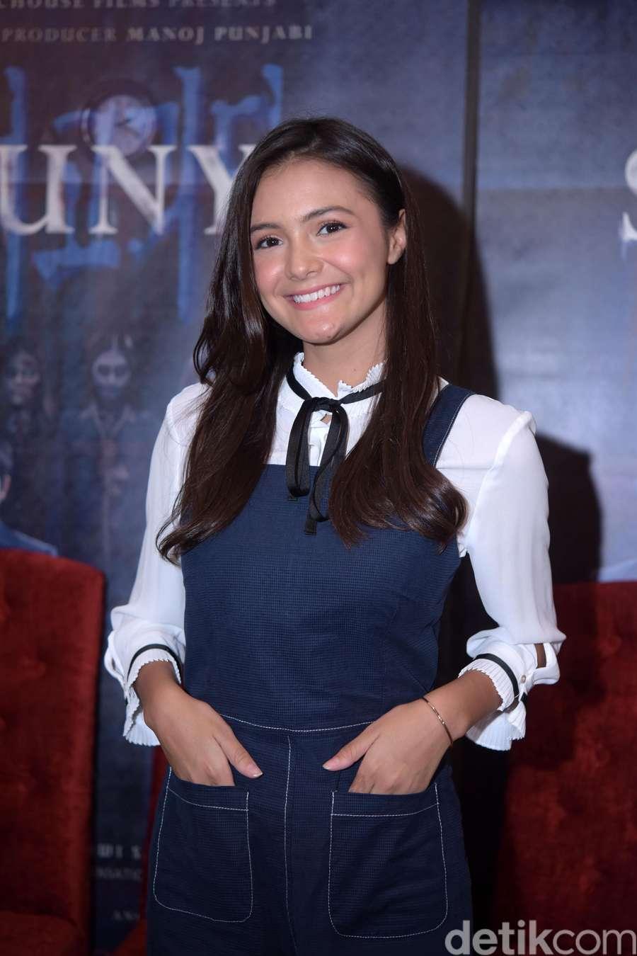 Amanda Rawles Pamer Lesung Pipit