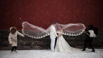 Seru hingga Romantis, Cara Warga Menikmati Salju Turun di China