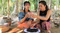 YouTuber Kamboja Ini Masak dan Makan Puluhan Tarantula Goreng