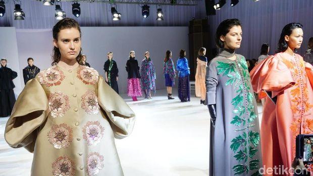 Pernah Kerja di Dior, Desainer Indonesia Rilis Busana Terbaru