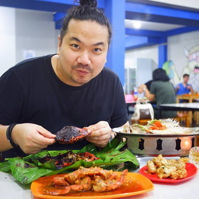 Di kawasan Fatmawati, Nex Carlos cicip seafood enak di Bola Seafood Fatmawati. Tampilan kepiting serta udangnya sangat menggoda ya. Foto: Instagram @nexcarlos