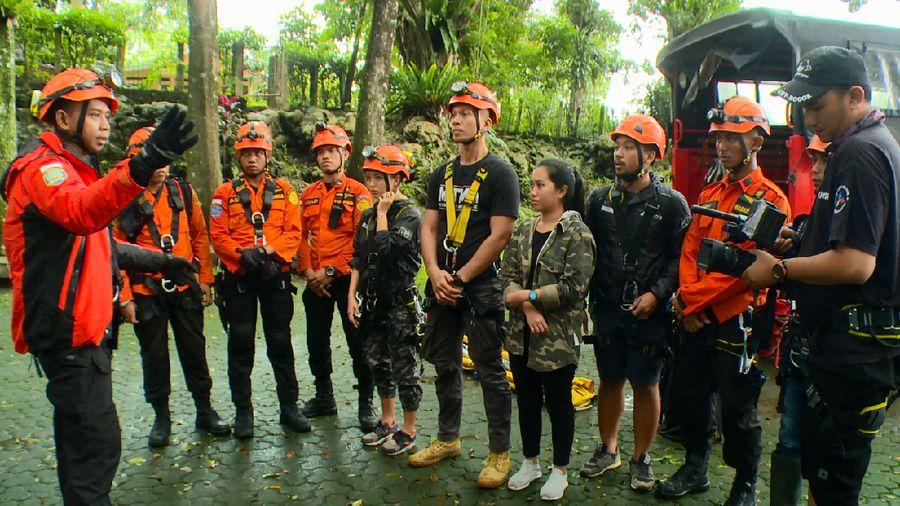 My Trip My Adventure mengikuti proses evakuasi korban yang terjebak di dalam Goa Sipahang di Cigudeg, Bogor bersama tim BASARNAS (My Trip My Adventure)