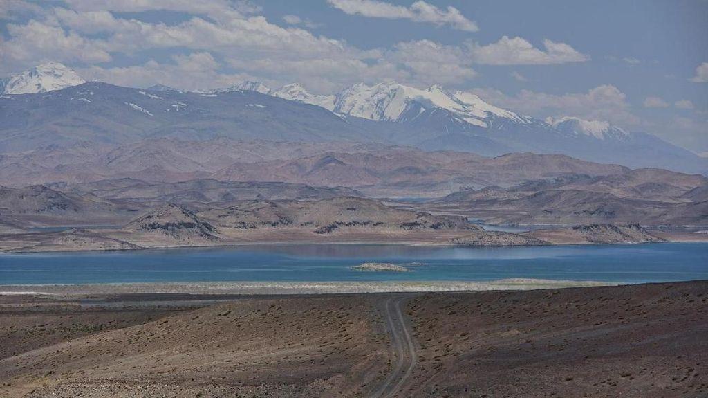 Danau Mati yang Terbentuk dari Hantaman Meteorit
