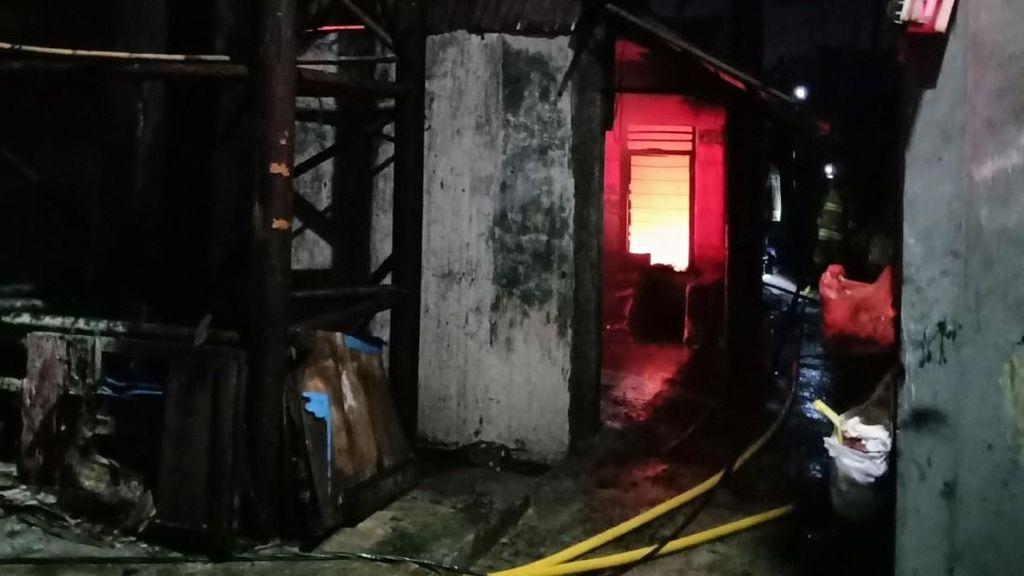 Kebakaran Landa Permukiman Padat di Kalideres Jakarta Barat