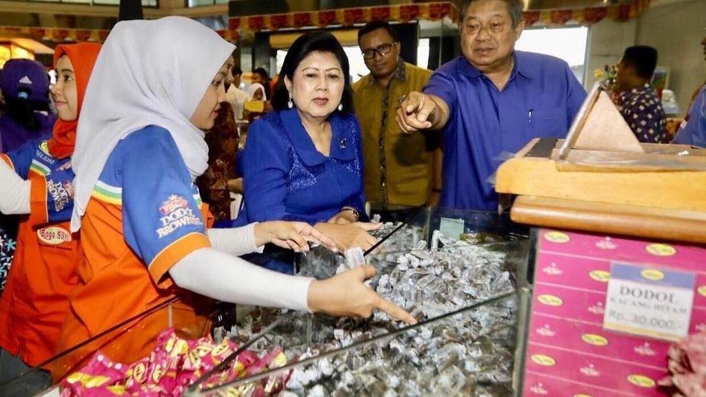 Serunya Momen Ani Yudhoyono Belanja Jeruk hingga Borong Dodol Garut