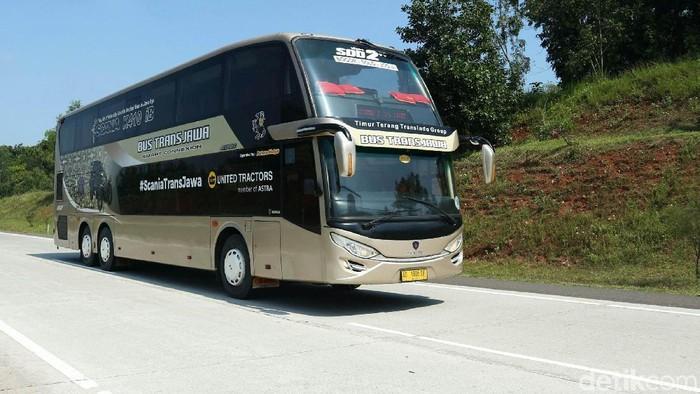 Bus Trans Jawa saat akan berangkat menuju Semarang di Terminal Pulo Gebang, Jakarta, Kamis (14/2/2019). Bus Trans Jawa menggunakan Bus Scania Double Dekker. Terdapat 2 tipe yaitu kelas Eksekutif dan Elegan Class.
