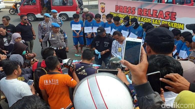 Polisi Jemur Anggota Geng Motor, Warga Gemas: Biar Jera!