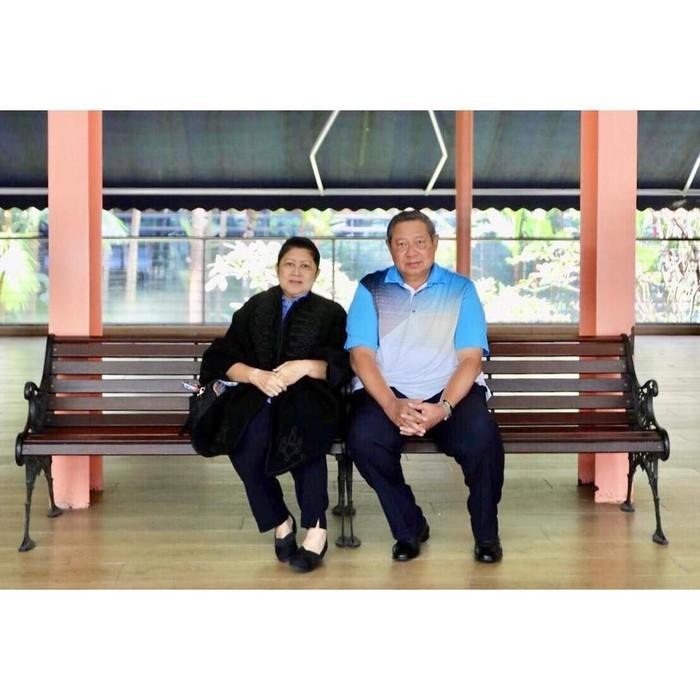 Ibu Ani kini tengah dirawat di Singapura. Suaminya baru saja menyampaikan bahwa Ibu Ani mengidap leukimia. Foto: Instagram aniyudhoyono