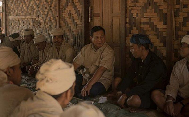 Akhir bulan Januari 2019 kemarin, Prabowo bertemu suku Baduy Dalam di Lebak, Banten. Prabowo mengaku berdiskusi tentang bagaimana hidup berdampingan dengan alam, menjaga keseimbangan, dan benar-benar menjaga kelestarian alam (Instagram/prabowo)