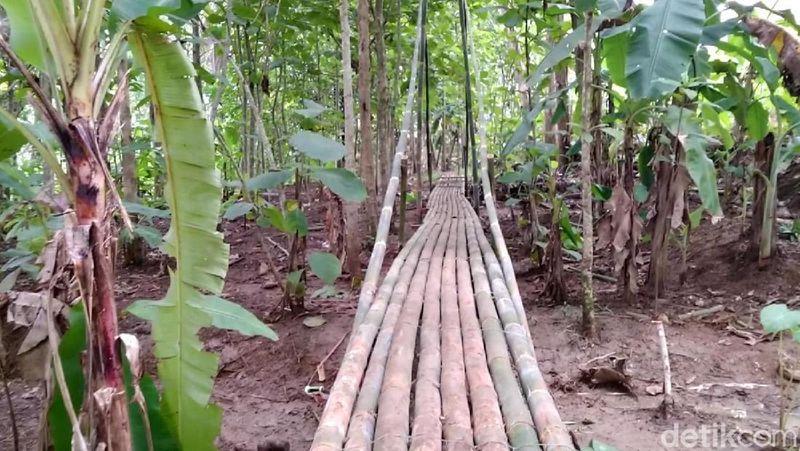 Bebatuan Puzzle atau Batu Ngampar berada di Pasir Goong, Desa Cibadak, Kecamatan Banjarsari, Ciamis, Jawa Barat (Dadang/detikTravel)