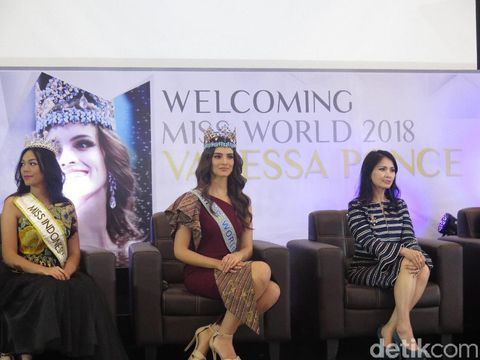 Miss World 2018 Vanessa Ponce de Leon menghadiri jumpa pers Miss Indonesia 2019 bersama Liliana Tanosoedibjo.