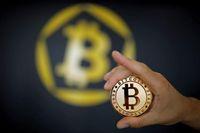 Serangan Trump Bikin Bitcoin Babak Belur, Trader Rugi Rp 40 J