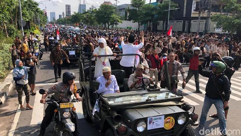 Begini Kemeriahan Arak-arakan Khofifah-Emil di Surabaya