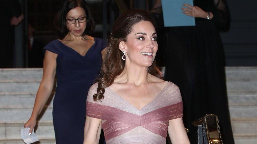 Bak Putri Negeri Dongeng, Kate Middleton Tampil Memikat Dibalut Gaun Gucci