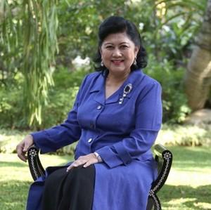 Ani Yudhoyono Dapat Kalung Kesehatan dari Fans, Ini Harganya