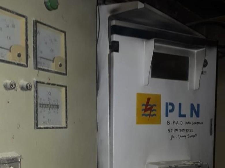 Korsleting Bikin Asap Mengepul di Gedung Arsip Denpasar