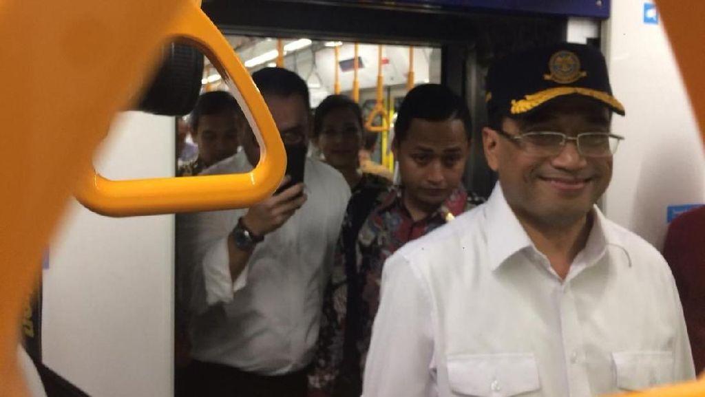 Jajal MRT Bareng Artis, Menhub Nyanyi Lagu-lagu Lawas