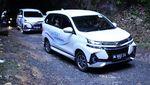 Mobil Kembar Beda Harga