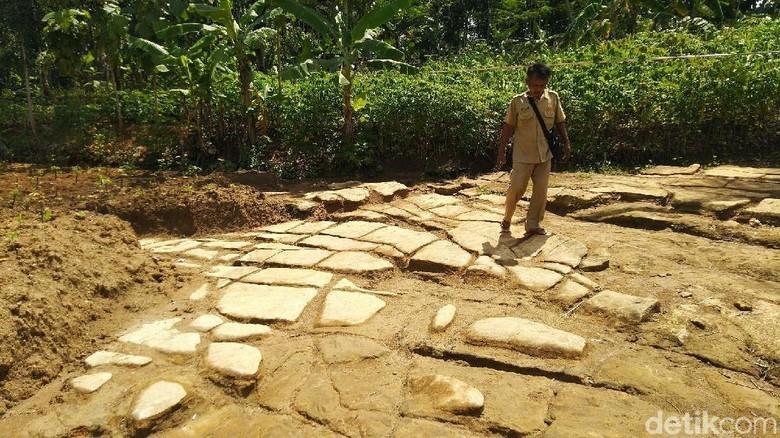 Batu Ngampar di Ciamis (Dadang/detikTravel)