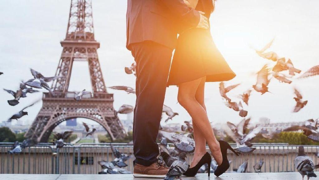 8 Manfaat Sehat Berciuman: Atasi Stres Hingga Turunkan Kolesterol