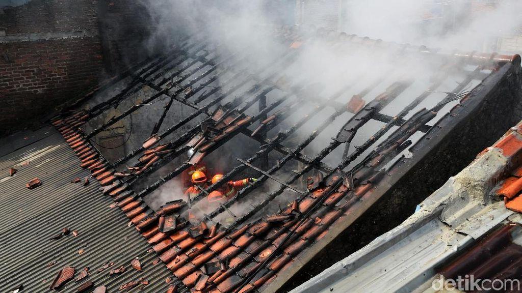 Dua Ruko di Cipadung Hangus Terbakar